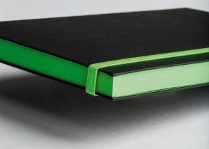 Markenwerbung grün-schwarzes Notizbuch-Myrix